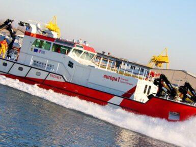"""Deutsch-französisches Feuerlöschboot auf dem Rhein """"EUROPA 1"""""""